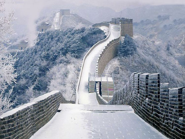 Weather in China in January can leave a rather white looking Great Wall in Beijing